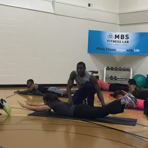 Explaining how to do core exercises to group with example